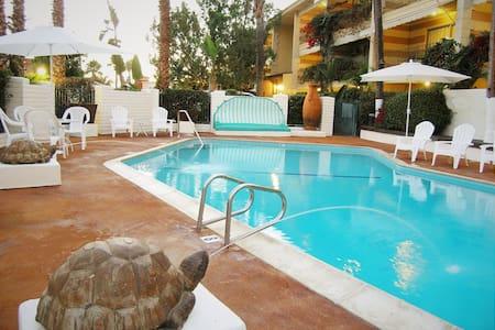 Hotel Pepper Tree - Kitchen Studios - Anaheim - Bed & Breakfast