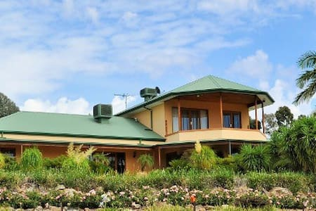 Private country oasis at Ettamogah - Lavington - House