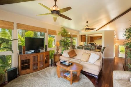 Room type: Entire home/apt Property type: Townhouse Accommodates: 6 Bedrooms: 2 Bathrooms: 3