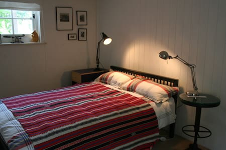 Cosy double bedroom and en suite - Inap sarapan