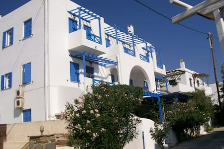 Apartment with beautiful view in Laouti, Tinos - Laouti - Leilighet