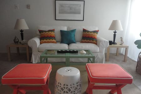 AWESOME SANTA MONICA SUITE!!!