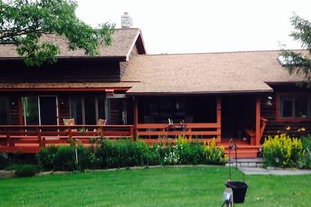 Armstrong's Elk Farm - Kabin