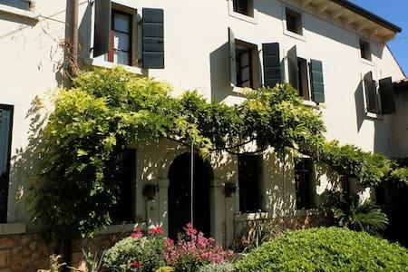 Verona Journeys - Casa del Glicine - San Giorgio di Valpolicella