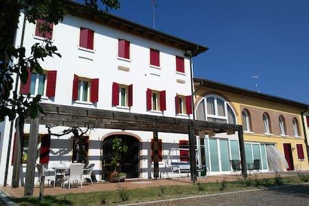 Spaziosa camera tripla vicino a Treviso - Bed & Breakfast