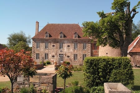 château de Sallebrune - Bed & Breakfast