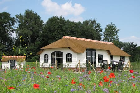 Peat Cottage located in the meadow - Woubrugge - Ház