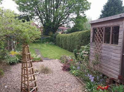 Lovely classical English House - Beeston - Hus
