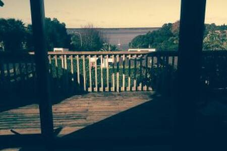 Seaview Lodge Getaway - Tanners Point - Dom