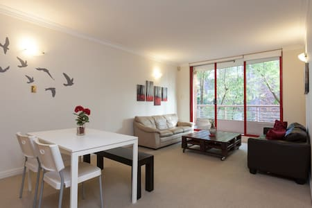 Modern and homey, Great location! - Elizabeth Bay - Apartment