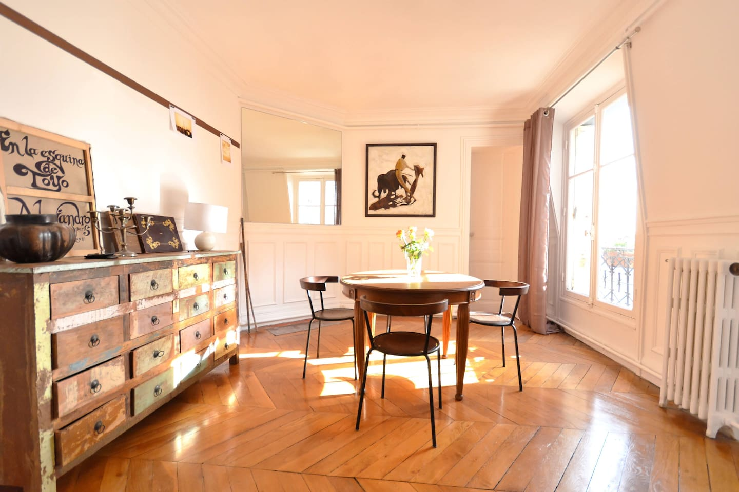 Sunny and charming dining room in a typical Haussmanian flat (parquet pointe de Hongrie)