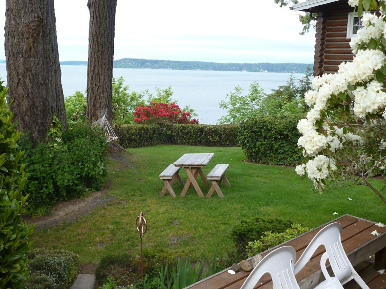 Classic Puget Sound setting amid tall firs and rhododendrons. Puget Sound at your doorstep.