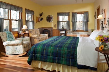 Ironweed Cottage - Bed & Breakfast