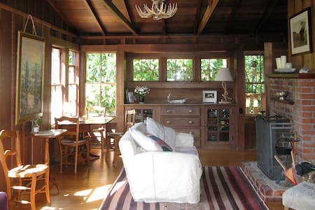 Romantic, cozy 1917 redwood cottage - Maison