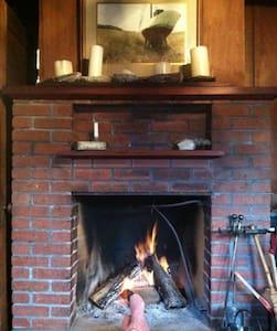 Romantic, cozy 1917 redwood cottage - Maison