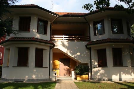 grande appartamento in villa  - Villa