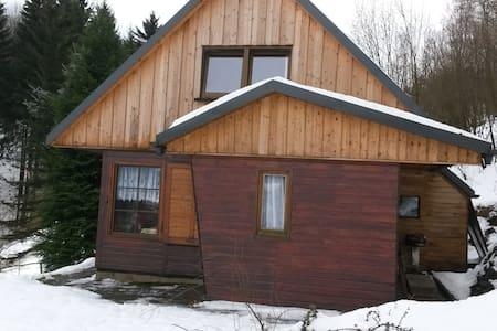 Urgemütliches Ferienhäuschen am Waldesrand - Hut