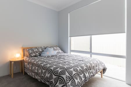 New, Clean and Comfortable room - Maison