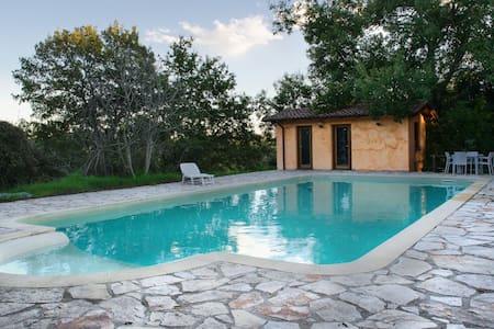 Villa in campagna con parcheggio  - Roma - Villa