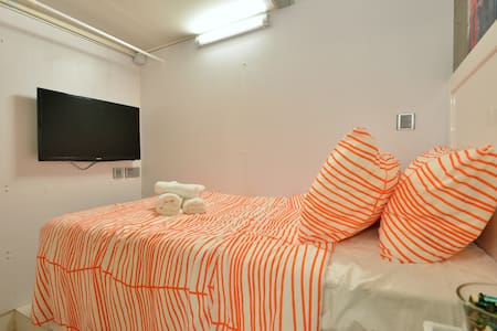 SoHo on a Budget: CENTRAL Studio for 1 - Hong Kong - Apartment