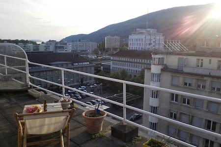 Beau Studio terrasse panoramique - Bienne - Leilighet