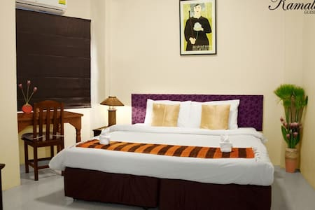 Double bed @ Kamala's GH - Bed & Breakfast