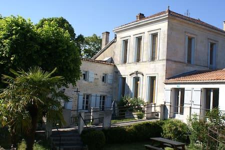 B&B Bordeaux Region-Domaine la Fontaine - Bed & Breakfast