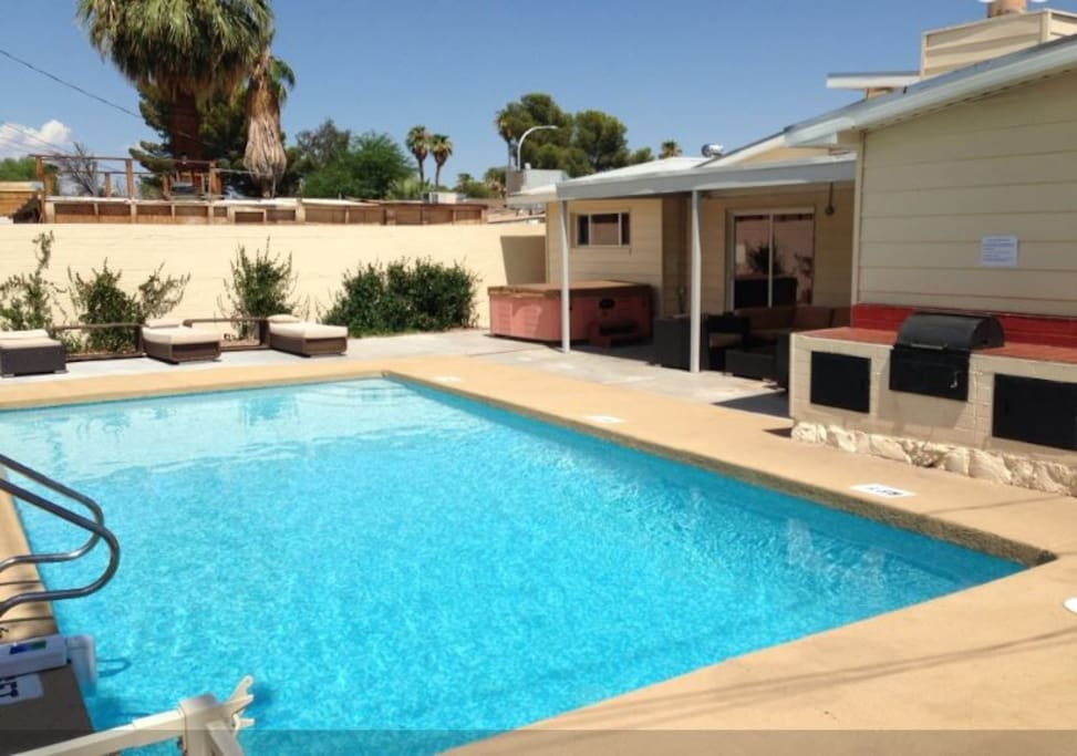 4 Bedroom Pool House Walk To Strip Houses For Rent In