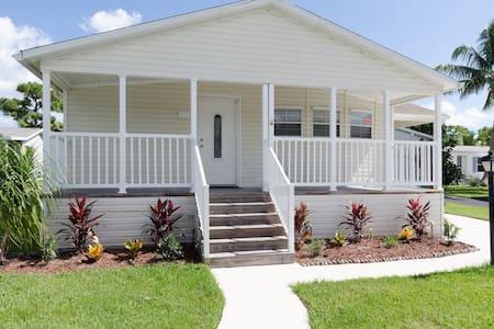 SHARE HOUSE,GOLF,BEACH. HOUSE # 2377703 - Talo