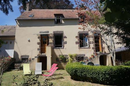 Maison de caractère au coeur des Alpes Mancelles - Fresnay-sur-Sarthe - Rumah