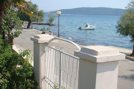 Seaside  promenade apartment - Kaštel Kambelovac - Apartment