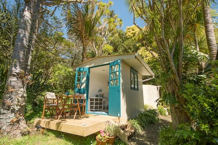 Piha Beach Hut - Blockhütte