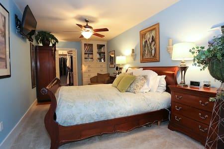 C Street Cottage - Grace's Room - Bentonville