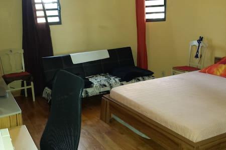 Grde chambre privée pour 1 à 4 pers - Les Mangles - Talo