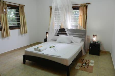 Private Apartment in La Digue  - Wohnung