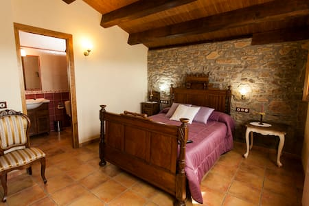 Rural house for rent in catalan pre-pyrenees - House