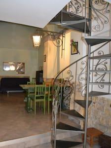 App nel centro storico di Tarquinia - Rumah