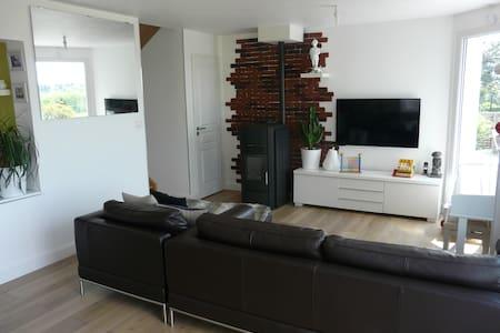 Proche Annecy - ch 2 pers Maison design + PDJ - Huis