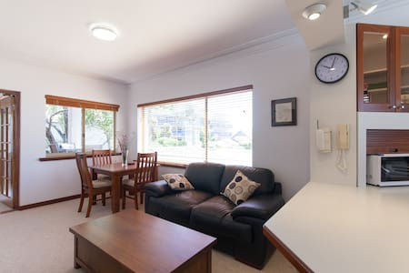 Fabulous self contained apartment - South Perth - Apartamento