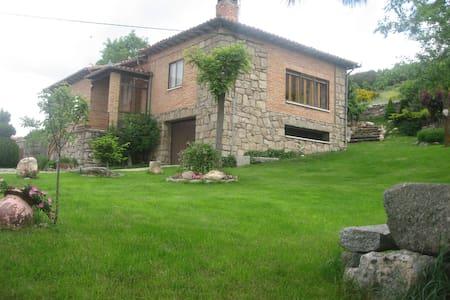 Casa rural LA LADERA en gredos hoyos del espino - Hoyos del Espino - Casa
