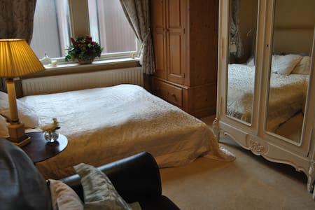 Double Room kingsize bed furnished