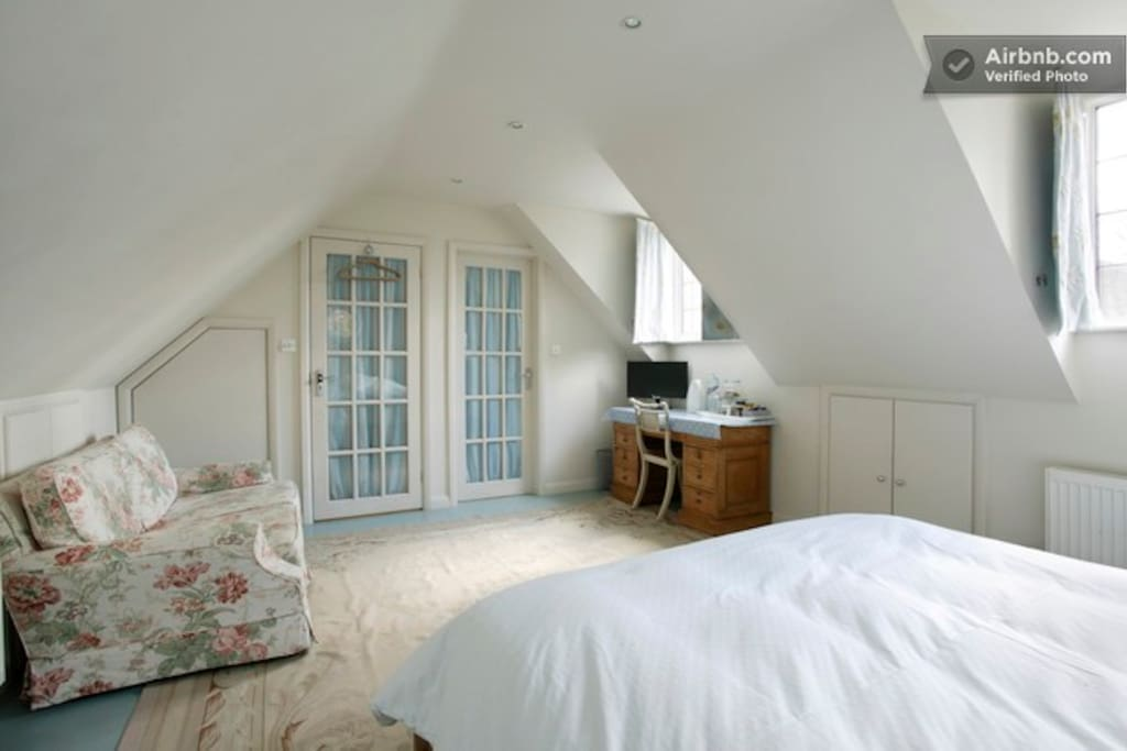 LARGE ROOM, EN SUITE