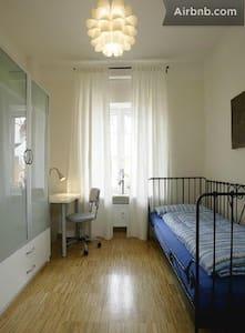 Ruhiges  Einzelzimmer 1 in Freiburg - Pis