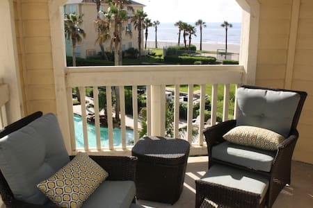 Beautiful condo with beach/pool view. Sept Deal! - Osakehuoneisto