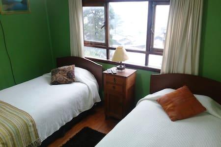 Colores del Puerto: Room 2 private bathroom - Puerto Montt