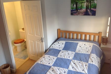 Double Room with Ensuite - Hus