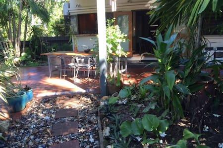 Tropical townhouse close to city - Stuart Park - Townhouse