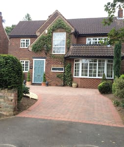Double private room in gorgeous home close to town - Doncaster - Huis