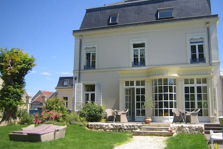 la maison bleue - Bed & Breakfast