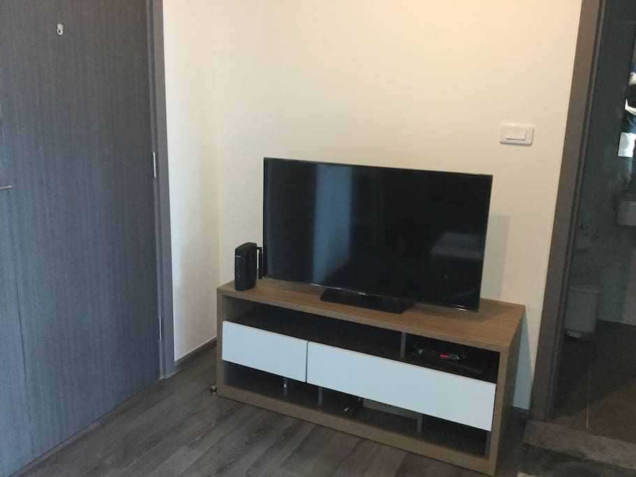 TV set with Wifi and cable